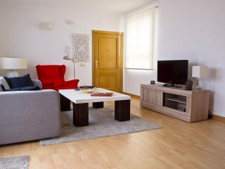 Spacious, bright, quiet living room to make you feel comfortable.
