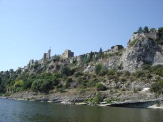 Village Aigueze vue de la rive de l'Ardèche