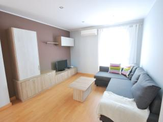 Apartment next Sagrada Familia. New. Wi-Fi, A/C