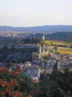 Aiguèze, en Novembre, depuis le maquis et la garrigue qui dominent le village