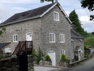 Segrwyd Mill Holiday Home - 4* Converted Mill, Denbigh