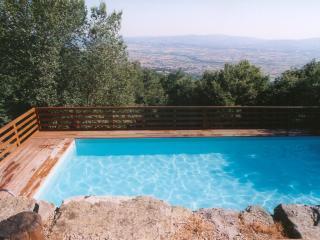 Santarsa, Villa con ampia vista e piscina privata