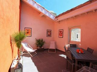 Superbe maison avec terrasse, Arles