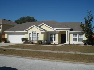 Updated home with huge pool, Kissimmee