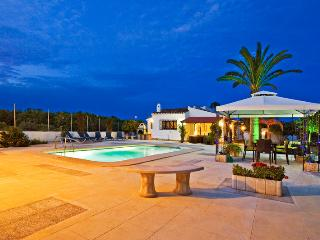 Sharonade, 3 bedroom villa with outside Spa. Arenal Javea.wlk to beach. AC