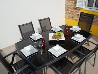 Sit out to enjoy al fresco dining on the ground floor west facing patio terrace with six chairs