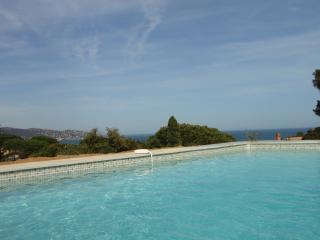 Great sea-view, pool, neaby beaches, quality villa