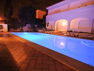 Duplex Apt. with shared pool