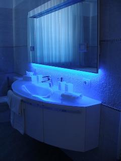 Badezimmer mit Stimmungslicht