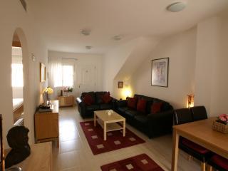 Luxury 2 Bed, 2 Bath, Pool Apt Air Conditioned, Vera