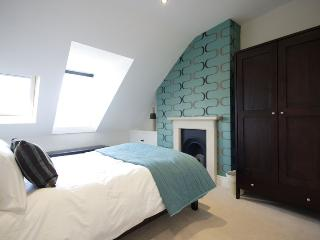 king size bedroom with views over Bath