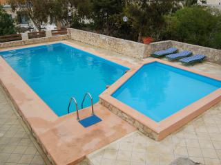 Fabulous detached  villa, Private pool, AC, BBQ., Mellieha