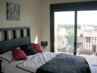 Frontline Penthouse For 4, Roda Golf:- Free WIFI; AirCon;TV; Pool; 2Bed/Bath;BBQ