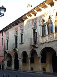 la facciata del palazzo