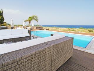 CAVNER5 5 Bedroom Villa, Protaras