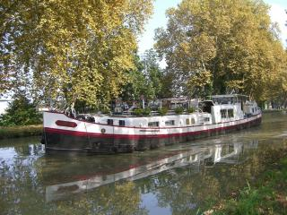 Cruisebarge 'easyvie' on the Canals in SW France., Montauban