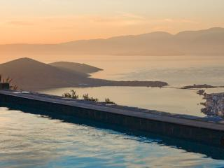 Villa Oleander- fabulous views -very private- pool, Elounda