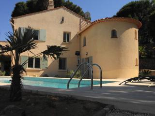 Great sea-view, pool, neaby beaches, quality villa, Ste-Maxime