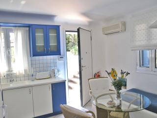 One Bedroom Apartment next to the Pool-Asterias