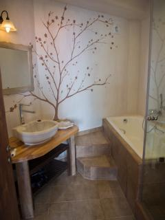 With a bathroom and shower recess en-suite to bedroom no 2