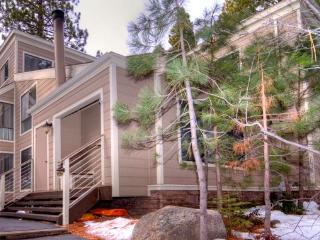 Cozy Forest Pines Condo Close to Lake Tahoe ~ RA3513, Incline Village