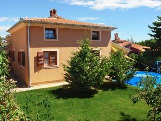 Apartment with 3 bedrooms, near Pula, Pola