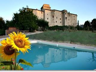 apartment in a castle, Todi