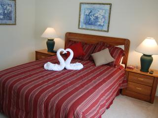 Double room 2 with en suite overlooks pool