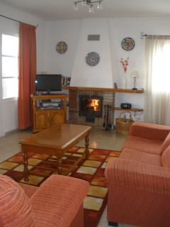 Lounge offers digital satellite TV, BlueRay/DVD, CD player, plus small selection of books and DVD's.