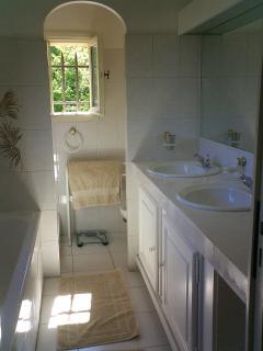 Ensuit bathroom in master bedroom