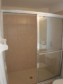 Queen en-suite shower