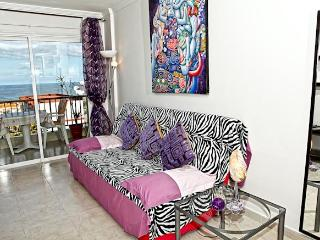 Designer apartment close to the beach, Abades