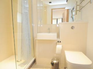En-suite Bathroom (1 of 2)