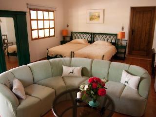 Habitación Verde - Our Green Bedroom - Unser Grünes Zimmer