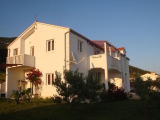 Villa Panorama A3 red, Bol