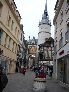 Centre ville Auxerre et la tour de l'horloge