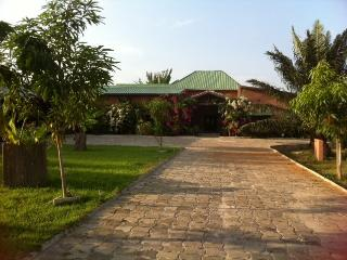 Riviera Lodge Guest House, Ahozon