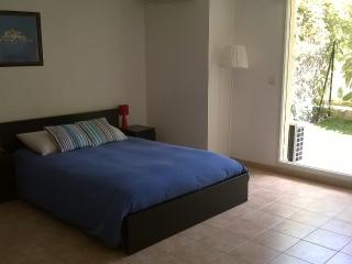Large Studio Apartment with Secure Private Garden, Beausoleil