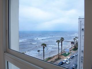 Cozy  apartment with sea view, Bat Yam