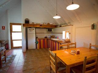 La agradable sala que cuenta con cocina y comedor