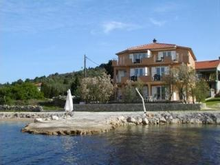 Sea front apartment Barka, sleeps 4, Pasman Island