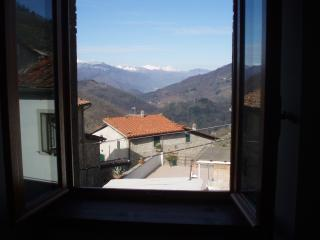 Holiday townhouse with magnificent views in Benabb, Bagni Di Lucca