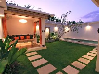Lounge Gazeboo in the private Garden