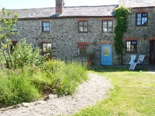 VAULT COTTAGE, woodburning stove, beach 10 mins walk, great base for walking, Ref 904934, Gorran Haven