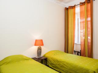 Piano Apartment with a Patio, Lissabon