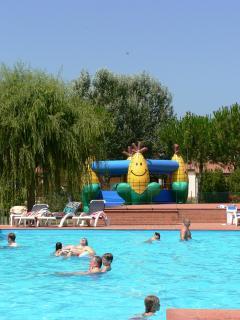 piscina per grandi e piccini
