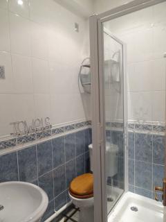 All bedrooms have en-suite shower rooms