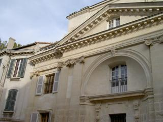 Beautiful 2 bedroom apartment located just steps from Avignon attractions, Aviñón