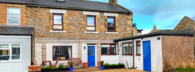 Herring Masters Cottage in Seahouses with its own off road parking and Wi-Fi