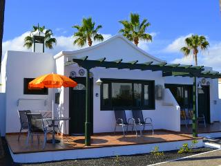 Beautiful bungalow on Playa Park, close to San Antonio Hotel, Avenida Francia.